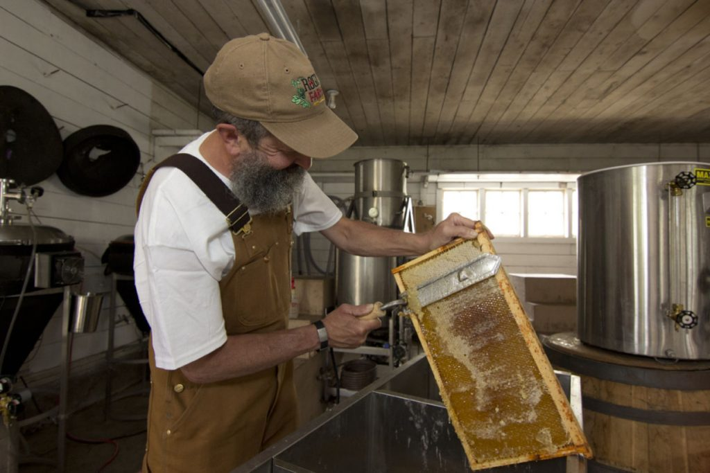 honey-harvest-john-maier-158_070114
