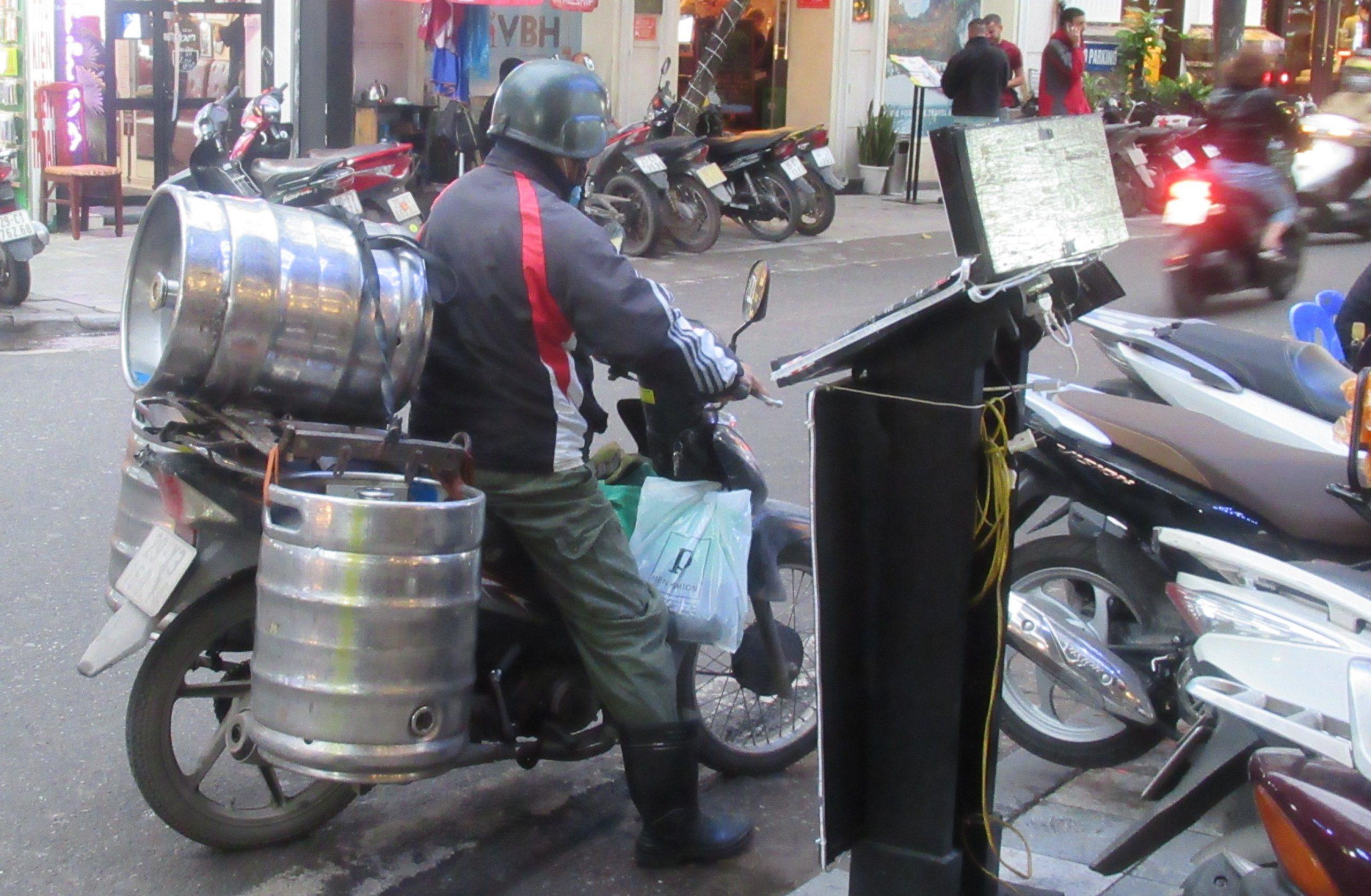 Bia Hoi Hanoi Vietnam