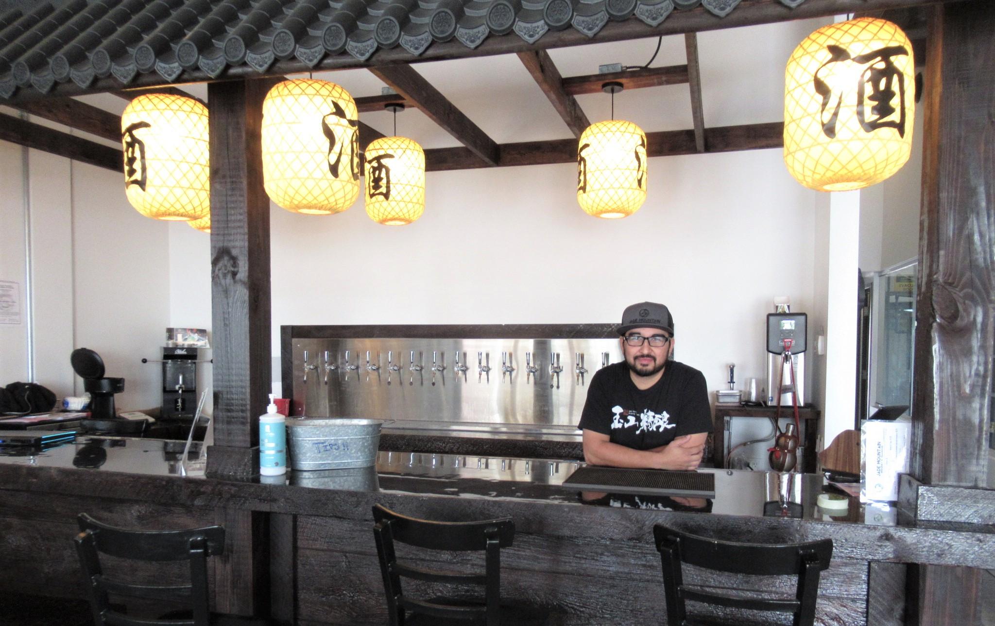 Jade Mountain bar